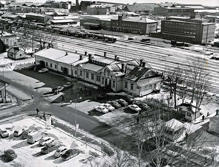 Jyväskylän vanha rautatieasema vuonna 1968. Kuva: Seppo Turpeinen / Keski-Suomen museo.