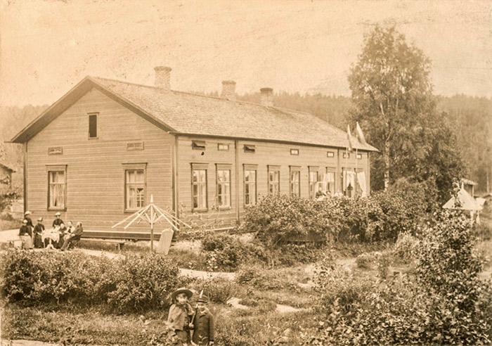 Mutasen pappila Jyväskylän Korpilahdella 1890-luvulla. Kuva: Keski-Suomen museo.